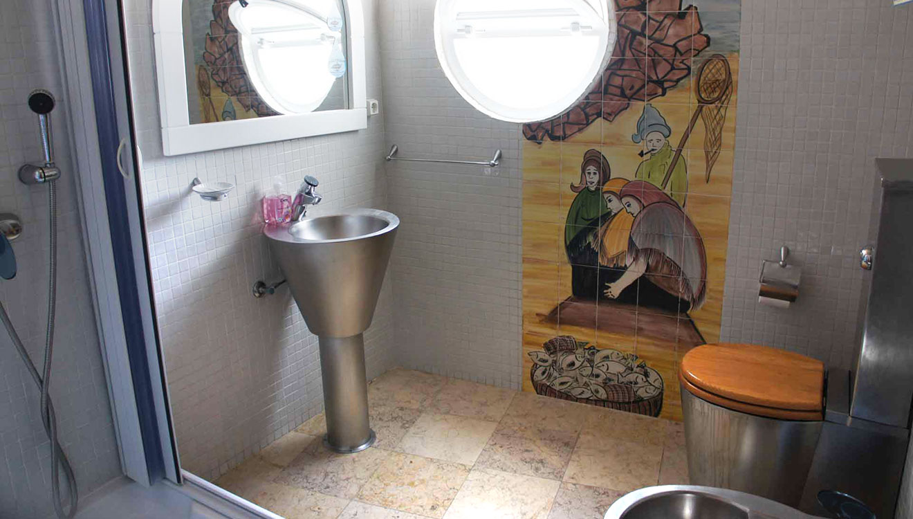 the boat villa's bathroom
